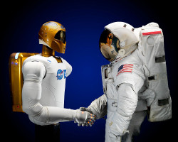 750px-Robonaut_and_astronaut_hand_shake